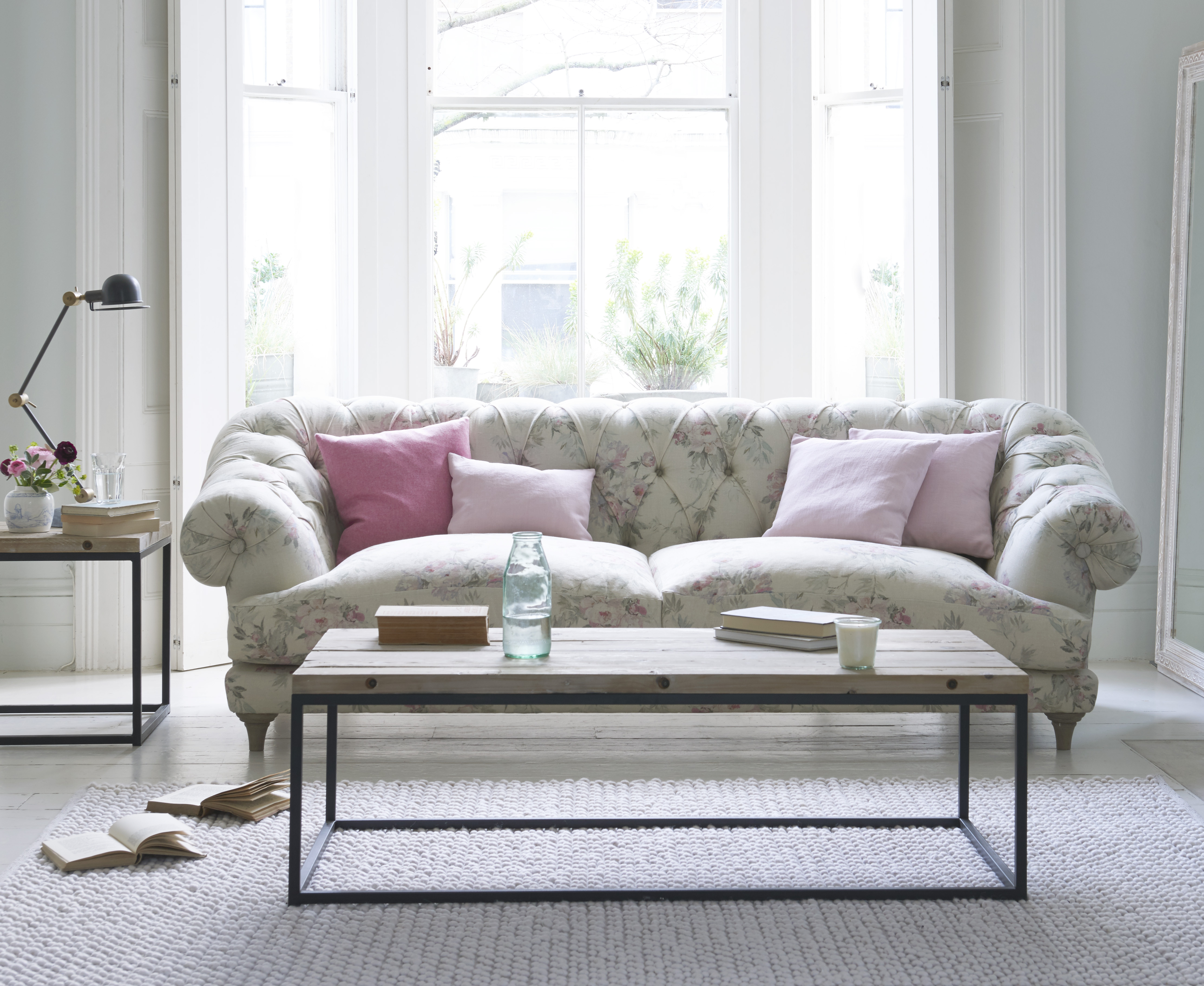 Merveilleux Vintage Rose With Bagsie Sofa